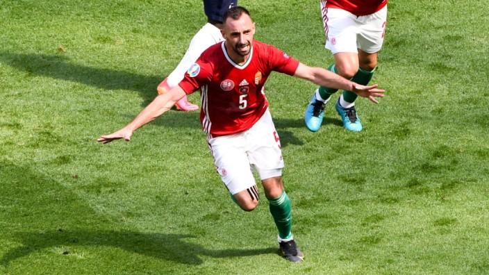 JOIE - FAIR PLAY - 05 ATTILA FIOLA (HON) - 23 NEMANJA NIKOLIC (HON) FOOTBALL : Hongrie vs France - UEFA EURO, EM, Europ