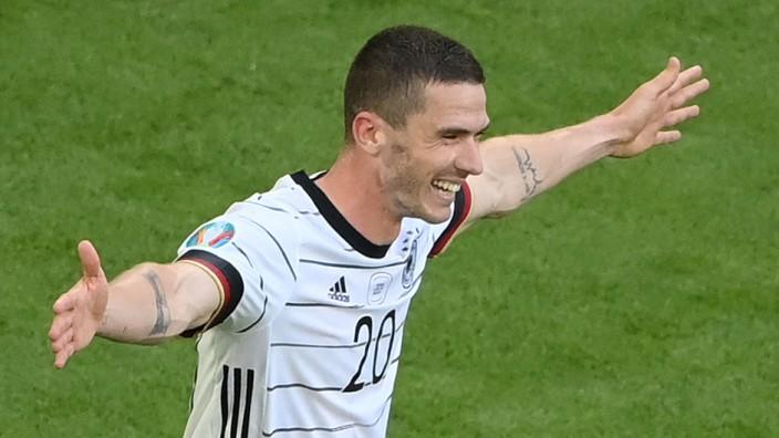 """DFB-Team in der Einzelkritik: """"Star of the Match"""": Robin Gosens zeigt gegen Portugal, wie ein linker Flügelspieler vor einer Dreierkette spielen sollte."""