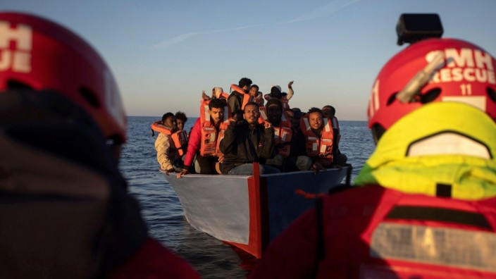 Weltflüchtlingstag am 20. Juni News Bilder des Tages A hundred of migrants and refugees from different nationalities ar