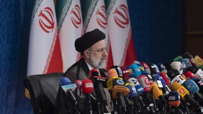 Iran: Ebrahim Raisi auf einer Pressekonferenz in Teheran