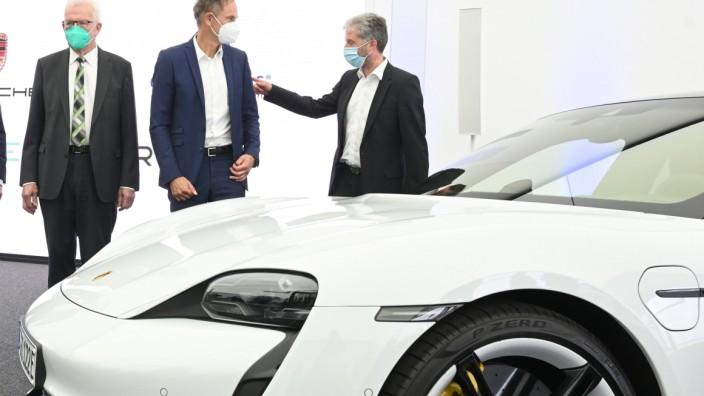 Porsche investiert in Fabrik für Batteriezellen