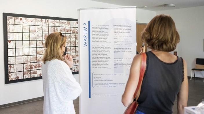 NS-Diktatur: Erste Besucher kommen am Montag zur Weiße-Rose-Ausstellung ins Bürgerhaus.