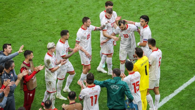 AMSTERDAM - North Macedonia players form a hedge of honor for Goran Pandev s last game in his career during the UEFA EUR