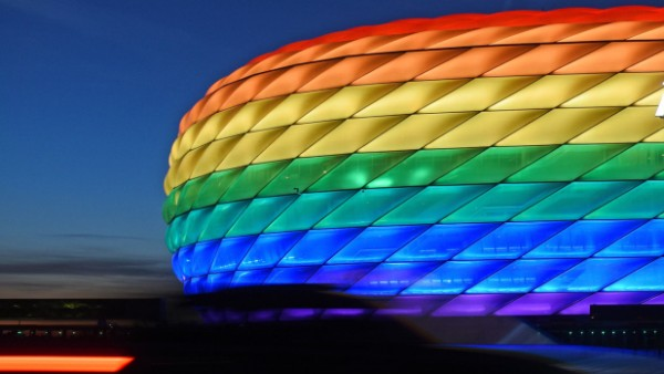 Allianz Arena in Regenbogenfarben