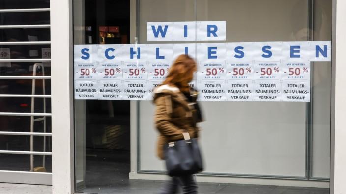 Köln, Nordrhein-Westfalen, Deutschland - Kölner Innenstadt in Zeiten der Coronakrise beim zweiten Lockdown, Räumungsverk