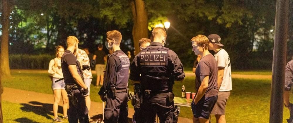 Tuebingen Tuebingen;Universitätsstadt;Boris Palmer; Innenstadt; Nacht; Nachleben; Polizei; Polizeieinsatz; Alter Botanis