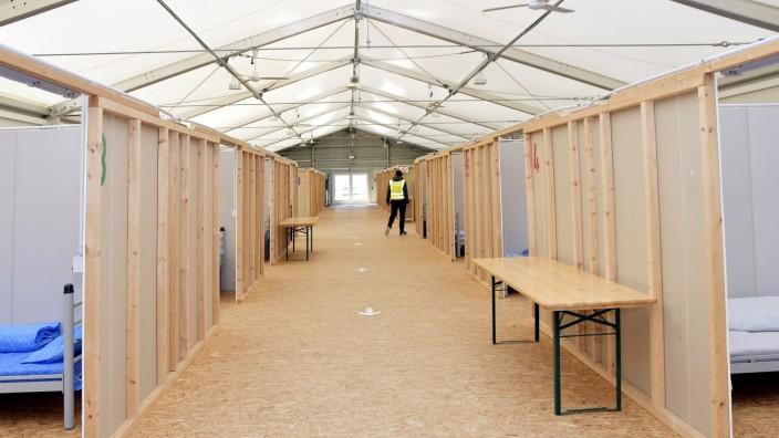 Aufbau von Corona-Notfallkrankenhaus in Erding, 2020