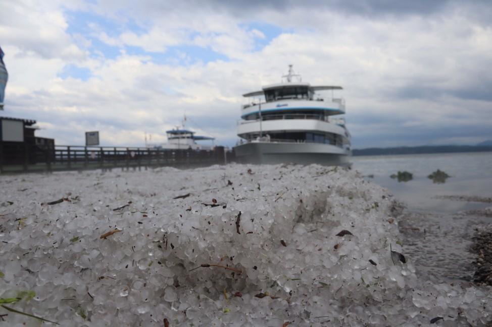 Tutzing, Deutschland 22. Juni 2021: Das heutige zweite Unwetter binnen 24 Stunden in Tutzing am Starnberger See im Land