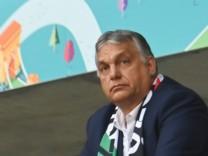 Kontroverse um Regenbogen-Beleuchtung: Orbán mahnt deutsche Politik