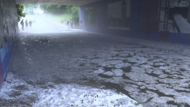 ID 321 Die Unwetterserie in Süddeutschland hält weiter an. Ein schweres Hagelunwetter wütete am Dienstagnachmittag im O