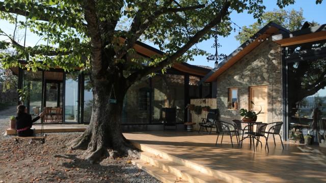 Reisen in Georgien: Hip und gemütlich: das Café auf dem Gelände des Lost Ridge Inn, das mal ein Bauernhof war.