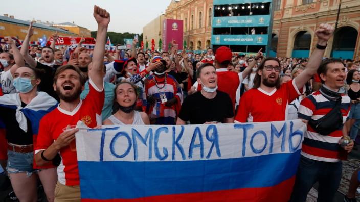 EURO2020 Fan Zone In Saint Petersburg Russian supporters watch a live stream during the UEFA EURO, EM, Europameisterscha