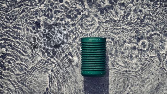 Kurz gesichtet: Fällt sie mal ins Wasser, ist die Party noch nicht vorbei: Box von Bang & Olufsen.
