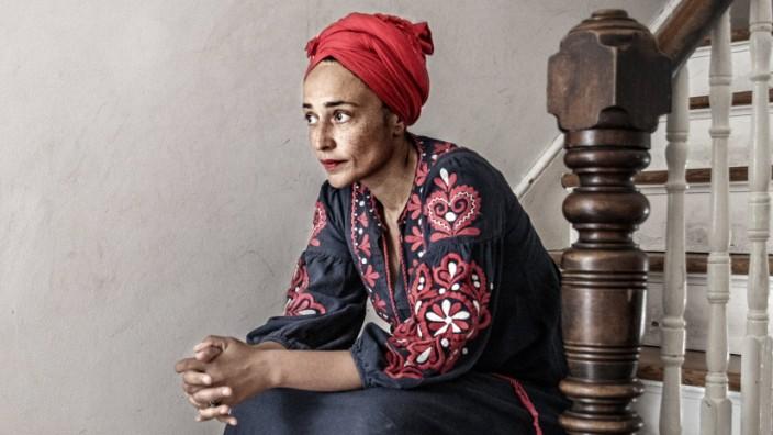 British author Zadie Smith photographed at home in Kilburn, London, UK, September 22, 2020. LONDON UK PER x3504x *** Bri