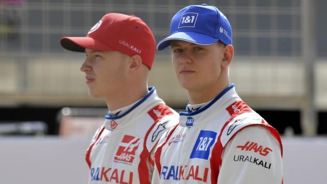 SCHUMACHER. Mick con MASEPIN Nikita HAAS F1 Team FIA Formula 1 test drives 2021 en Bahrein 1er día el 12 de marzo de 2021 Bahrein En