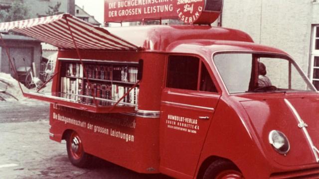 Historie: Kleine Anfänge: Bertelsmann-Bücherwagen in der Nachkriegszeit.