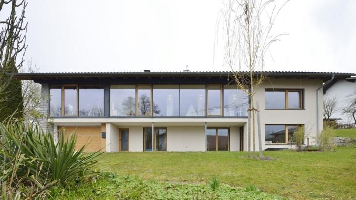 """Baukultur: Bei den """"Architektouren 2021"""" zu sehen ist dieses umgebaute und energetisch sanierte Einfamilienhaus aus den Siebzigerjahren in Offenberg."""