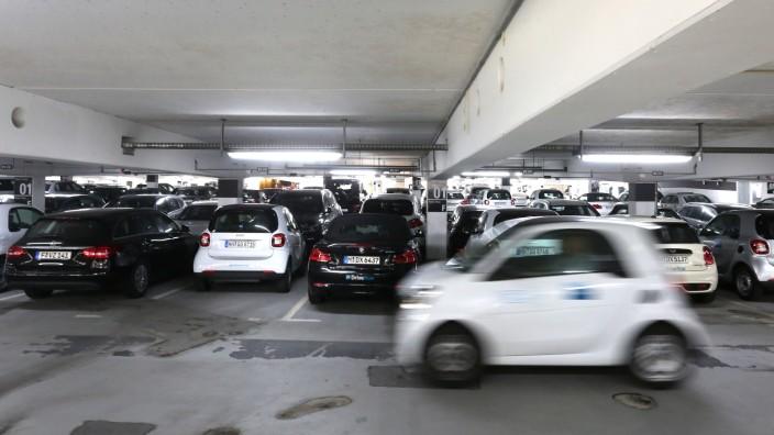 Parkplätze für Carsharing-Autos am Flughafen München, 2019