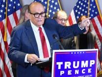 New York: Lizenz von Trump-Anwalt Giuliani ausgesetzt – wegenLügen zur US-Wahl