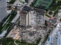 """Hauseinsturz in Florida: """"Wir richten uns auf schlechte Nachrichten ein"""""""
