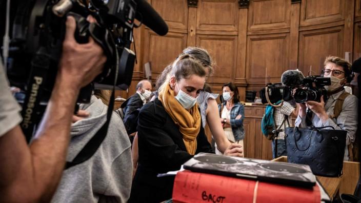 Frankreich: Jahrelang missbraucht, bedroht, gedemütigt: Valérie Bacot im Gerichtssaal.