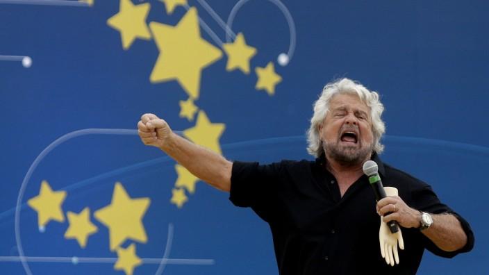 Italien: Beppe Grillo in Roms Circus Maximus 2018. Zur Zeit liefert er sich einen Machtkampf mit Giuseppe Conte.