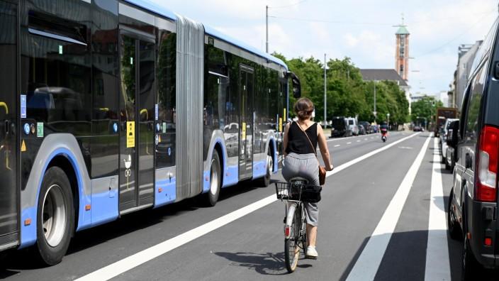 Verkehr im München der Zukunft: Radverkehr und öffentlicher Verkehr nehmen in München zu, doch die Aufgabe einer Verkehrswende ist groß.