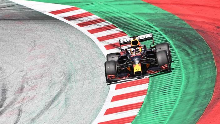 Formel 1: Fuhr in Spielberg recht einsam seine Runden: Max Verstappen im Red Bull.