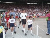 EM 96 Deutschland England 26 6 in Wembley 1 1 n V u 6 5 n Elfm Einmarsch der Mannschaften v; England
