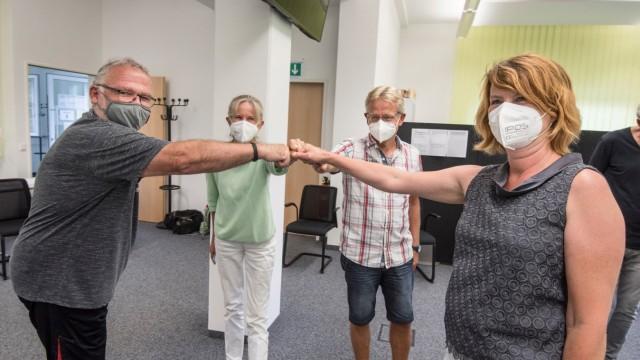 Entscheid in Seefeld: Jubel in Corona-Zeiten: Sepp Schneider, Brigitte Altenberger, Martin Dameris und Johanna Senft (von links) freuen sich über den Ausgang des Entscheids.