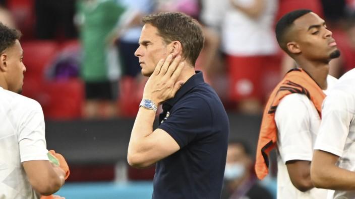 Frühes EM-Aus der Niederlande: Zerknirschter Bondscoach: Frank de Boer nach dem Aus gegen Tschechien.