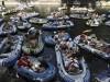 Unter dem Motto Alle in einem Boot die Zweite Rave-o-lution! demonstrieren Mitglieder der Berliner Party- und Klubszene