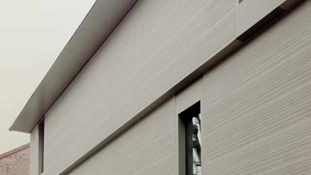 Kunsthaus Göttingen: Möglichst wenig Tageslicht soll in das Gebäude dringen. Die Arbeiten auf Papier, die hier gezeigt werden, vertragen es nicht.