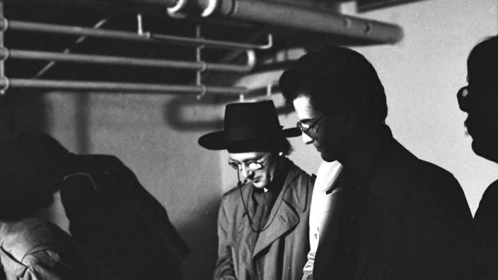 """Nachruf: Andreas Banaski (mit Hut) alias KidP (1957 - 2021) beim """"Kommt Gut""""-Festival im Künstlerhaus in Hamburg am 31.12.1980."""