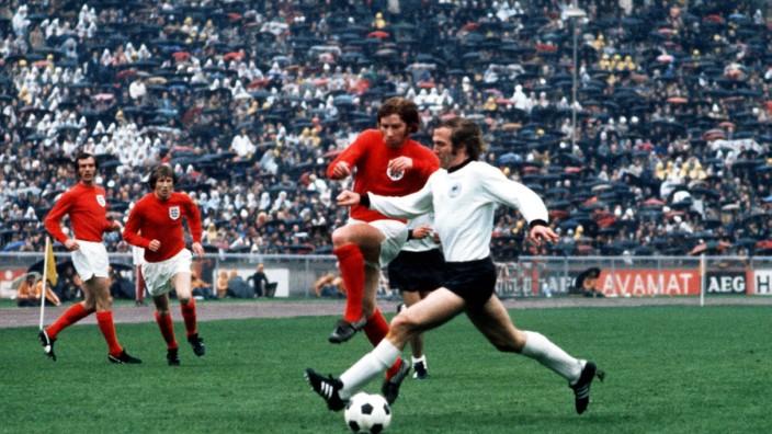 Football - 1972 UEFA European Football Championship Qualifying - Quarter Final Second Leg: West Germany 0 England 0 West