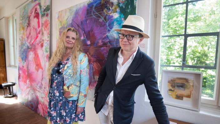 Ausstellung am Starnberger See: Zur Ausstellungseröffnung in die Tutzinger Galerie am Rathaus sind die Künstler Heidi Willberg und Mika Vesalahti gekommen.