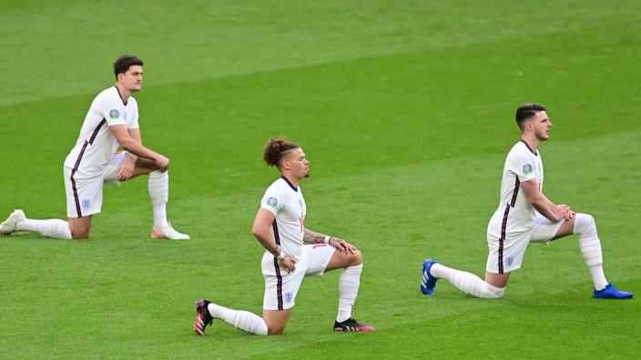 Fußball-EM: Die deutsche Mannschaft will dem Beispiel der Engländer folgen und ein Zeichen gegen Rassismus sezten.