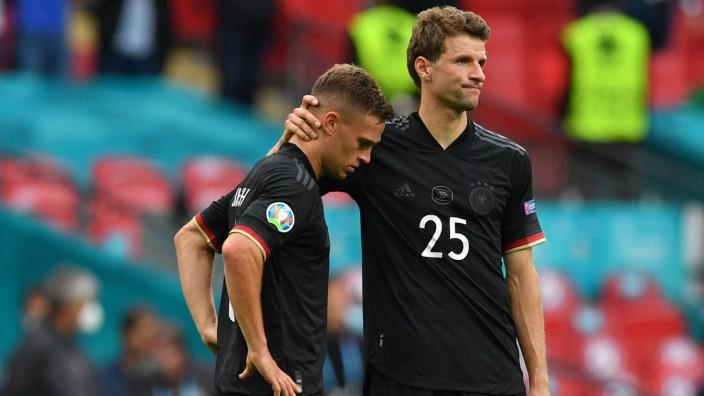 Fußball-EM: Vergab in der 81. Minute die Riesenchance zum Ausgleich: Thomas Müller (r.) mit Joshua Kimmich.