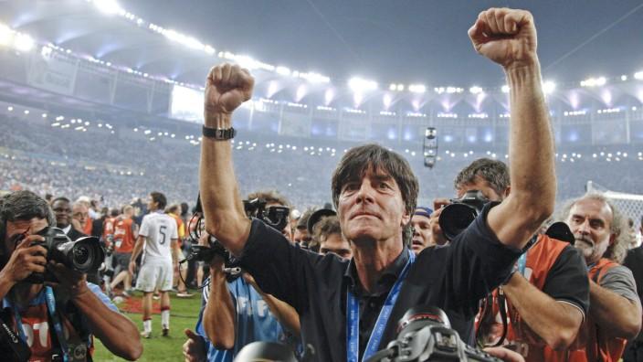 Zum Abschied von Jogi Löw: Joachim Löw nach dem WM-Sieg der Deutschen im Maracanã Stadion in Rio de Janeiro 2014. Da war er der größte und coolste Trainer der Welt.