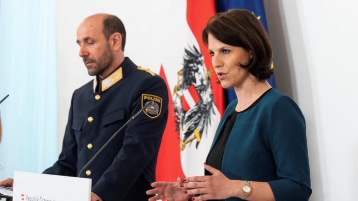 Mord an 13-Jähriger in Wien: Österreichs Polizeichef Franz Ruf und Europaministerin Karoline Edtstadler bei einer Pressekonferenz