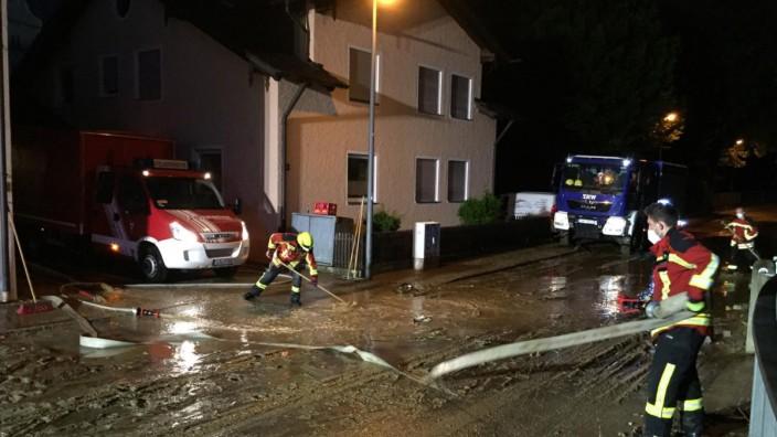 Schadensbilanz: Feuerwehr und Technisches Hilfswerk waren fast 24 Stunden lang im Einsatz. Nun beschäftigt sich der Landshuter Stadtrat mit der Frage, wie sich ähnliche Schäden künftig verhindern lassen