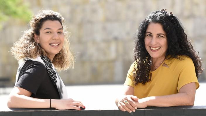 Nahostkonflikt: Rihm Hamdan (links) und Nirit Sommerfeld setzen sich von München aus für den Frieden zwischen Israelis und Palästinensern ein.
