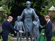 Diana-Statue: Entspannte Enthüllung