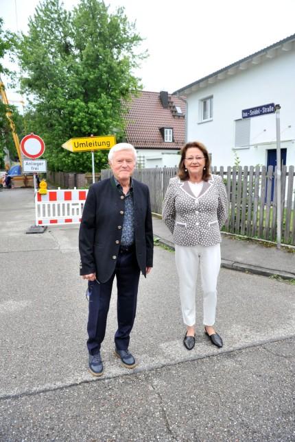 Stockdorf: Ina-Seidl-Strasse- Anwohner Klaus Peter Follak mit Gattin Alice