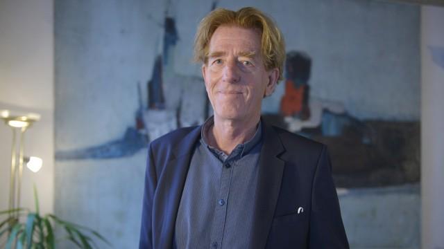 Sozialpreis des SZ-Adventskalenders: Viktor Schenkel, der in seinem Jugend-Theater Grenzenlos mit jungen Geflüchteten arbeitet.