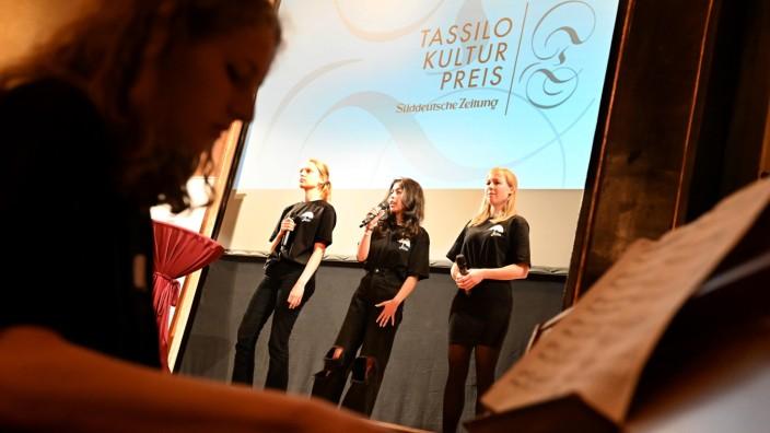 Landkreis München: Die Nervosität war groß, der Auftritt umso eindrucksvoller: Marie Berkholz (Klavier), Viktoriya Tetko, Neda Bayat und Sophie Kompe.