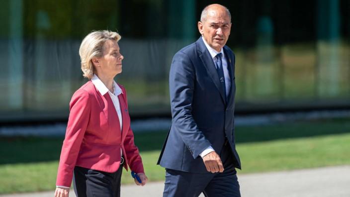 Verschenkte kein Lächeln an den Gastgeber: EU-Kommissionspräsidentin Ursula von der Leyen und Sloweniens Ministerpräsident Janez Janša am Donnerstag in Brdo.