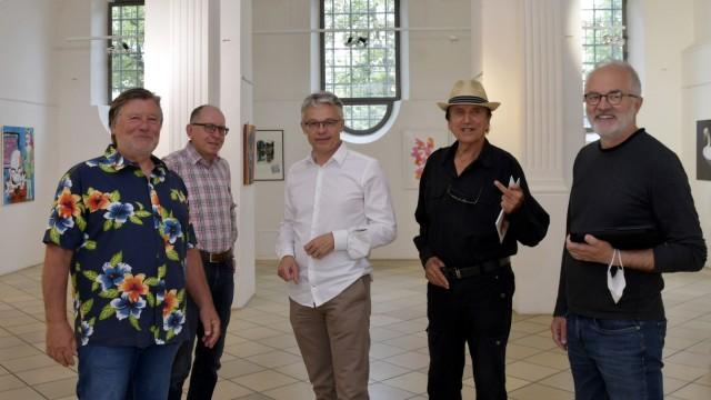 Frauenkircherl Erding: Endlich wieder Menschen. Der Kunstverein freut sich auf Besucher (von links): Frank Halatsch, Michael Lang, Uwe Kloos, Peter Bauersachs und Jürgen Naglik.