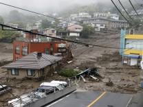 Naturgewalt: Gewaltige Schlammlawine zerstört Häuser in Japan