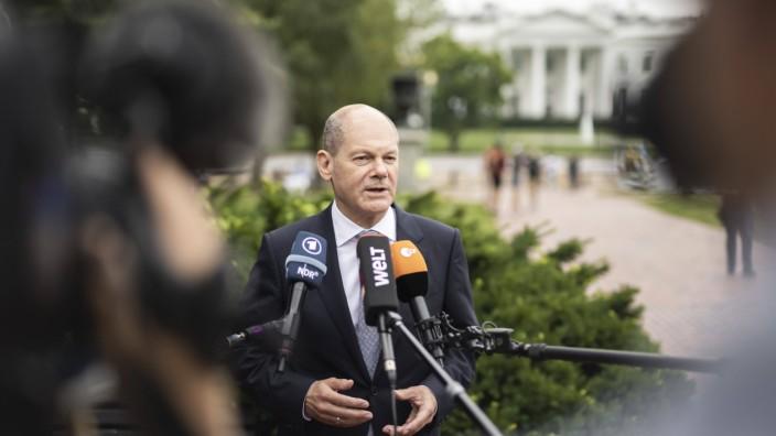 Bundesfinanzminister Olaf Scholz (SPD) im Rahmen eines Interviews vor dem Weissen Haus in Washington am 02.07.2021. Was